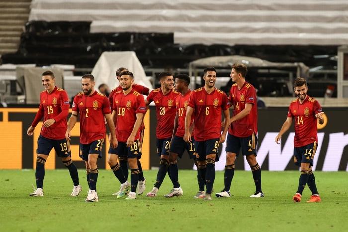Tuyển Đức nhận bàn thua đúng phút bù giờ cuối, tiếc nuối để Tây Ban Nha cầm hòa - Ảnh 8.