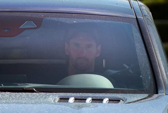 Messi tập buổi đầu tiên cùng Barca sau lùm xùm đòi ra đi, lại còn là người đến sớm nhất đội - Ảnh 2.