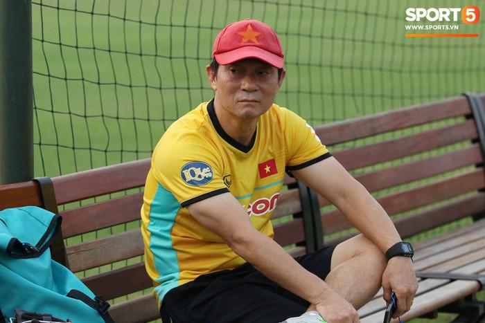 Cánh tay phải của thầy Park bất ngờ thị sát buổi tập của Hà Nội  - Ảnh 5.