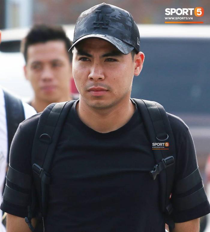 Đức Huy nhăn nhó vì đau mắt trong ngày lên tập trung đội tuyển Việt Nam - Ảnh 3.