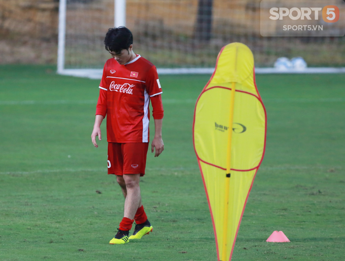 HLV Park Hang-seo yêu cầu Xuân Trường tập riêng với trợ lý Bae Ji-won - Ảnh 6.