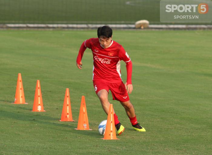 HLV Park Hang-seo yêu cầu Xuân Trường tập riêng với trợ lý Bae Ji-won - Ảnh 1.