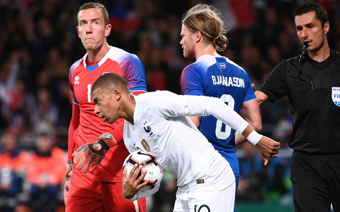 Nhà vô địch thế giới Pháp thoát thua hú vía nhờ bàn thắng phút 90 của Mbappe - Ảnh 6.