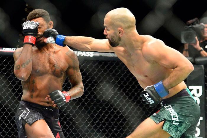 Bạn thân nhất của McGregor bị đánh bầm dập, sắp bật bãi tại UFC - Ảnh 4.