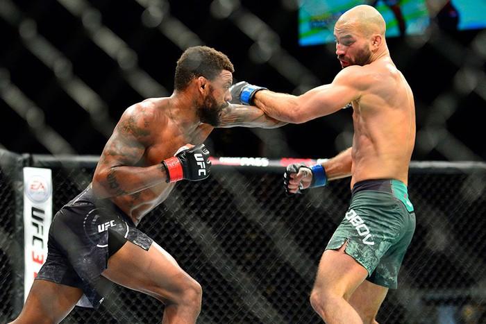 Bạn thân nhất của McGregor bị đánh bầm dập, sắp bật bãi tại UFC - Ảnh 5.