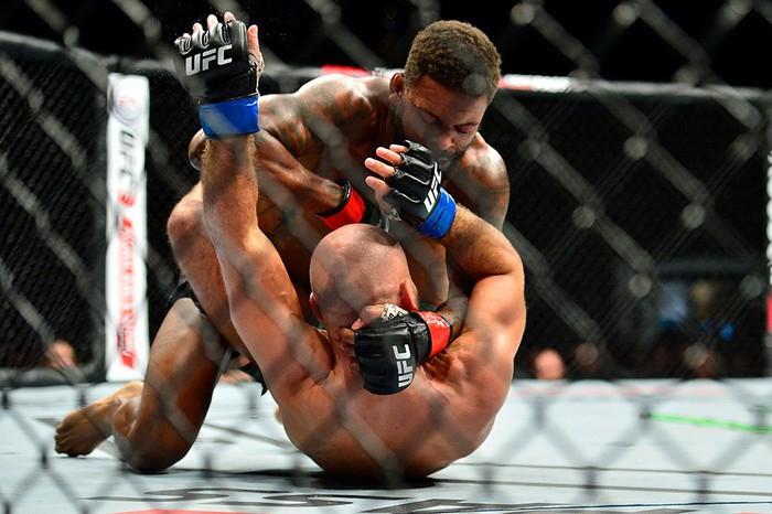 Bạn thân nhất của McGregor bị đánh bầm dập, sắp bật bãi tại UFC - Ảnh 7.