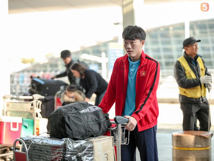 Xuân Trường rạng rỡ không ngờ, Tiến Dũng trầm ngâm trước khi rời Hàn Quốc - Ảnh 1.