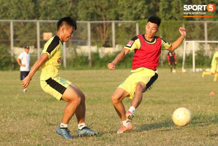 Cầu thủ Hà Nội B không được chuyển giao hoàn toàn cho Hà Tĩnh - Ảnh 3.