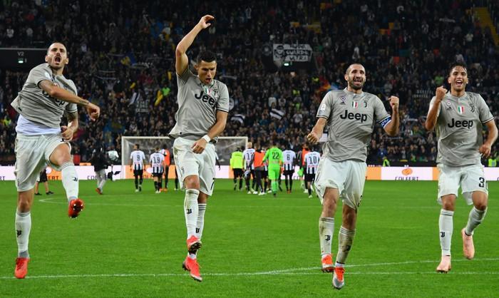 Quay cuồng trong nghi án, Ronaldo vẫn lập công giúp Juve chiến thắng - Ảnh 8.