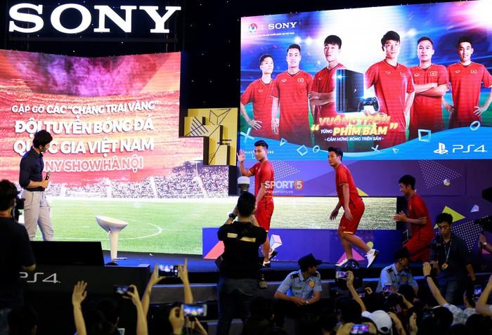 Thi đấu FIFA 18, huấn luyện viên Tư Dũng vùi dập đội của Trọng Đại 3-0  - Ảnh 1.