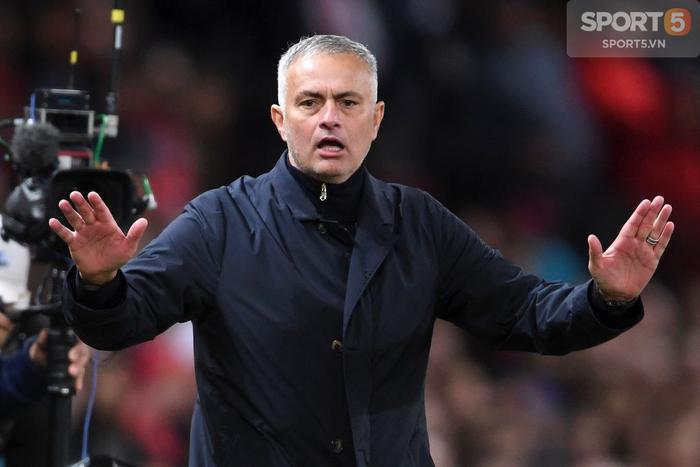 Tiết lộ tin nhắn của các sếp lớn MU về việc sa thải Jose Mourinho - Ảnh 1.