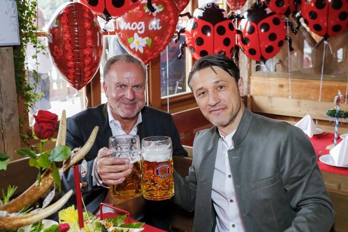 Dàn sao Bayern rủ nhau đi uống bia quên sầu tại Oktoberfest - Ảnh 6.