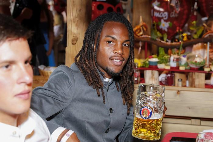 Dàn sao Bayern rủ nhau đi uống bia quên sầu tại Oktoberfest - Ảnh 7.