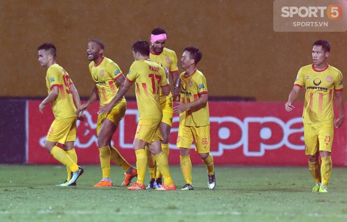 V.League 2018 hạ màn: Vinh quang, hạnh phúc và những nỗi đau chạm đáy - Ảnh 3.