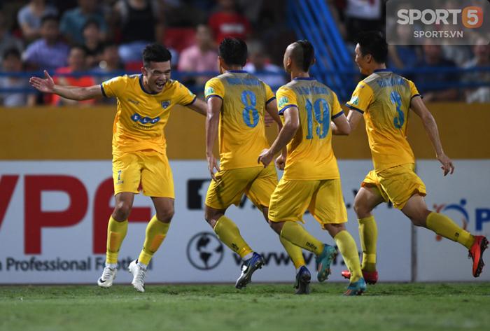 V.League 2018 hạ màn: Vinh quang, hạnh phúc và những nỗi đau chạm đáy - Ảnh 2.