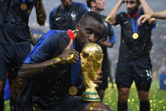 Đội hình 11 ngôi sao không có mặt trong danh sách đề cử Quả bóng vàng 2018 - Ảnh 10.