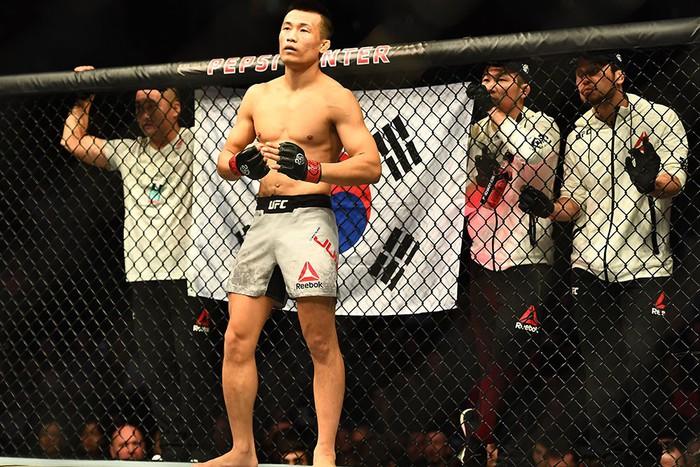 Võ sĩ Hàn Quốc thua đau ở giây cuối trong màn so tài hay bậc nhất lịch sử UFC - Ảnh 2.