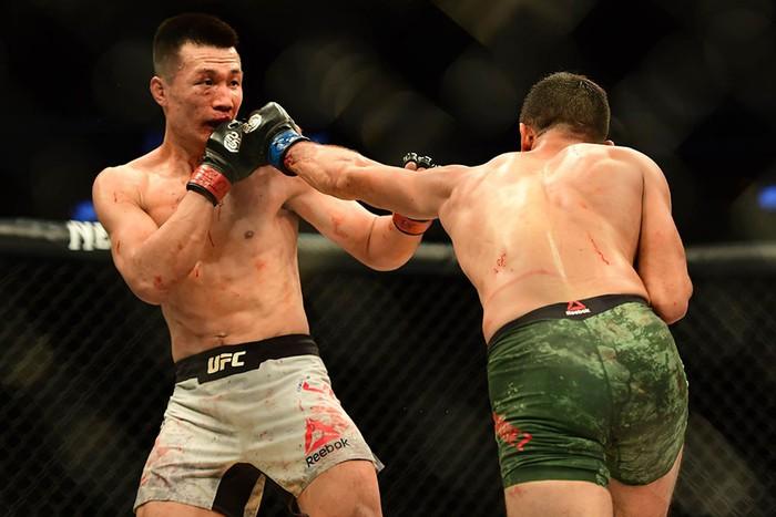Võ sĩ Hàn Quốc thua đau ở giây cuối trong màn so tài hay bậc nhất lịch sử UFC - Ảnh 5.