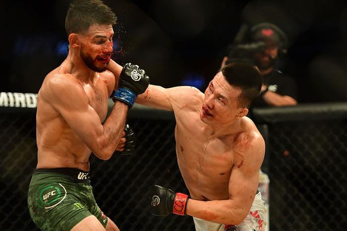 Võ sĩ Hàn Quốc thua đau ở giây cuối trong màn so tài hay bậc nhất lịch sử UFC - Ảnh 4.