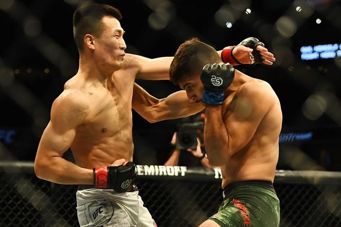 Võ sĩ Hàn Quốc thua đau ở giây cuối trong màn so tài hay bậc nhất lịch sử UFC - Ảnh 3.