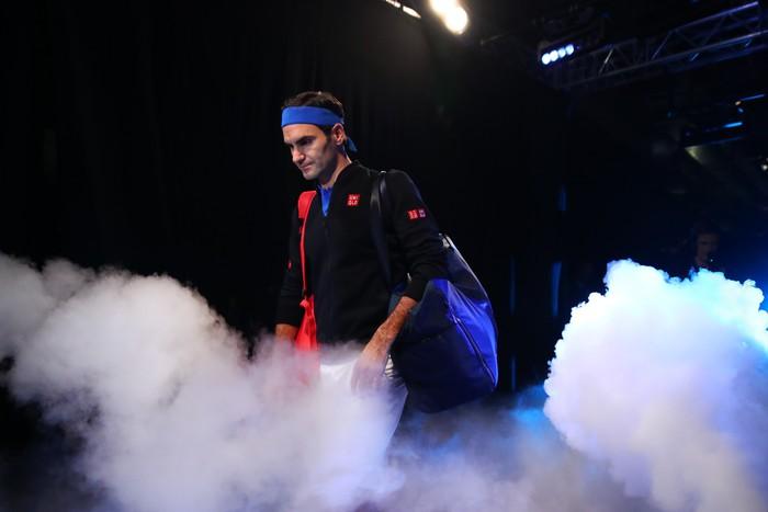 Bị la ó sau khi hạ gục Federer, tài năng trẻ nghẹn ngào nói lời xin lỗi - Ảnh 2.