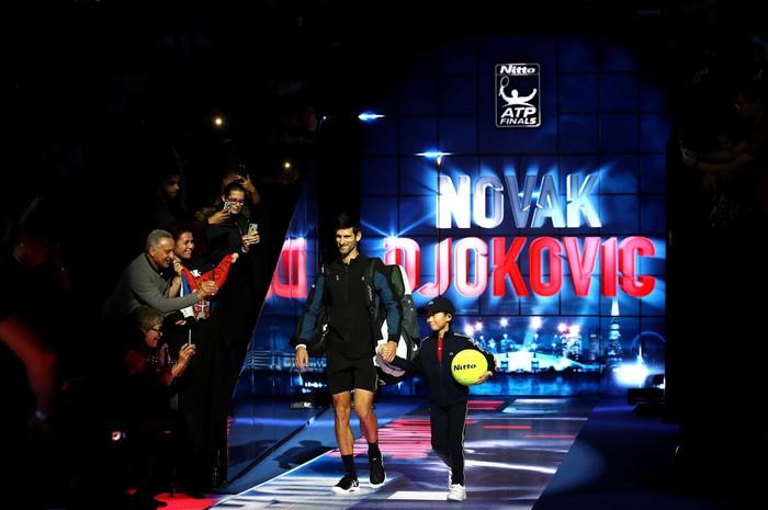 Hạ cả Federer và Djokovic, tài năng trẻ người Đức làm điều không tưởng để đăng quang ATP Finals - Ảnh 2.