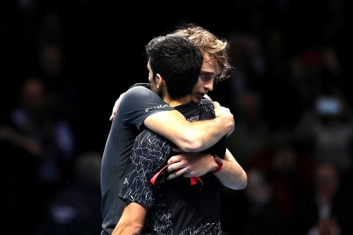 Hạ cả Federer và Djokovic, tài năng trẻ người Đức làm điều không tưởng để đăng quang ATP Finals - Ảnh 7.