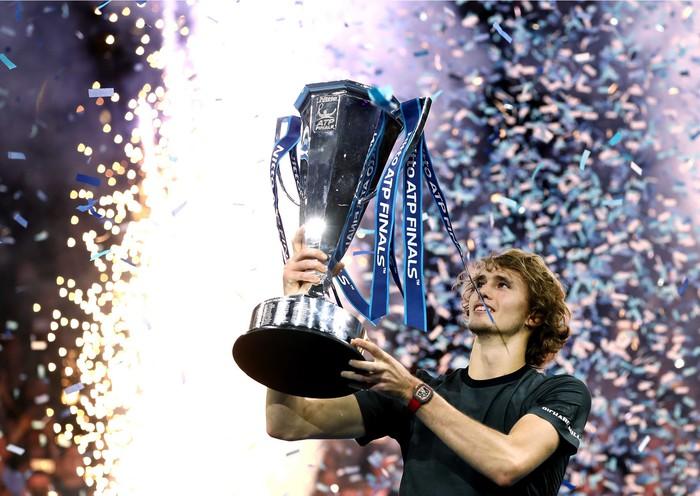 Hạ cả Federer và Djokovic, tài năng trẻ người Đức làm điều không tưởng để đăng quang ATP Finals - Ảnh 8.
