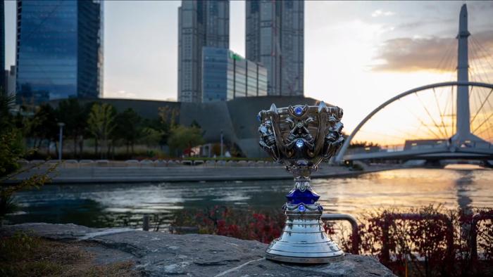 Hủy diệt Fnatic, Invictus Gaming chính thức trở thành đội tuyển Trung Quốc đầu tiên vô địch CKTG LMHT - Ảnh 27.