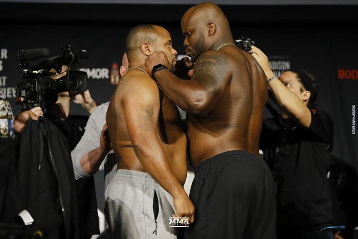 Cormier khóa gục Con nghiện sex Lewis, bảo vệ thành công chiếc đai UFC danh giá - Ảnh 2.