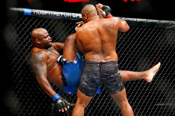 Cormier khóa gục Con nghiện sex Lewis, bảo vệ thành công chiếc đai UFC danh giá - Ảnh 5.