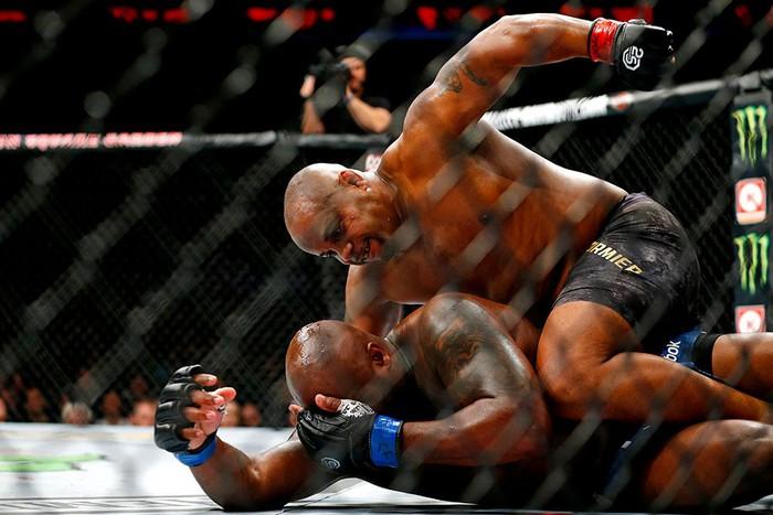 Cormier khóa gục Con nghiện sex Lewis, bảo vệ thành công chiếc đai UFC danh giá - Ảnh 6.