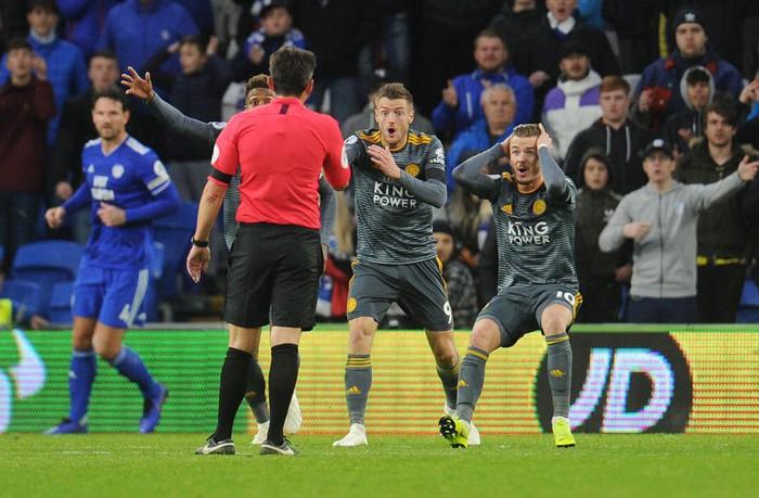 Cầu thủ Leicester bàng hoàng vì bị trừng phạt sau khi cởi áo tri ân ông Vichai - Ảnh 8.