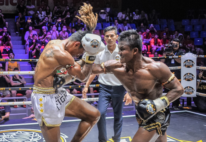 Bất chấp đổ máu, Thánh Muay Buakaw vẫn hạ đẹp nhà vô địch châu Âu - Ảnh 3.