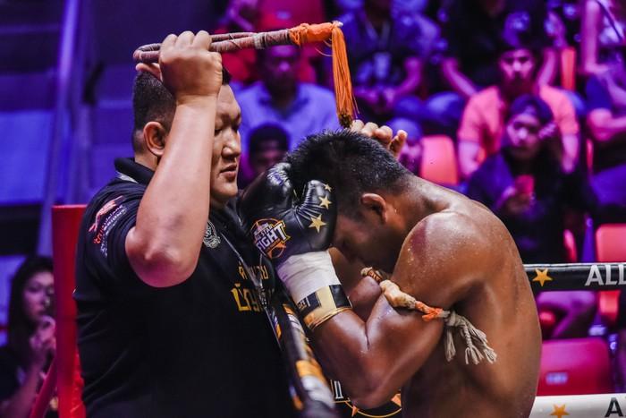 Bất chấp đổ máu, Thánh Muay Buakaw vẫn hạ đẹp nhà vô địch châu Âu - Ảnh 2.