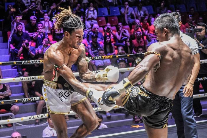 Bất chấp đổ máu, Thánh Muay Buakaw vẫn hạ đẹp nhà vô địch châu Âu - Ảnh 7.