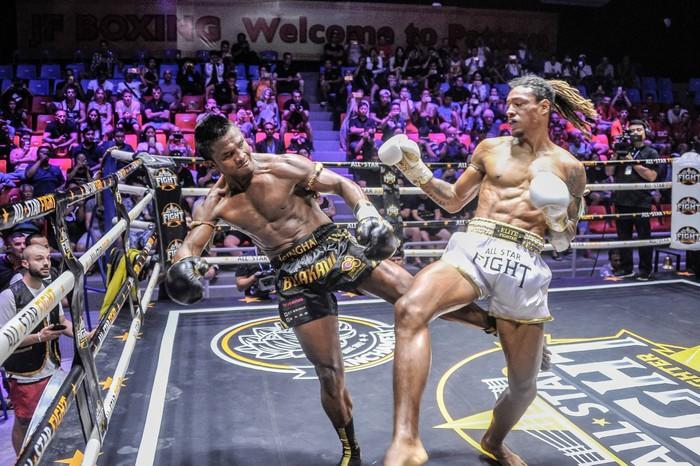 Bất chấp đổ máu, Thánh Muay Buakaw vẫn hạ đẹp nhà vô địch châu Âu - Ảnh 5.