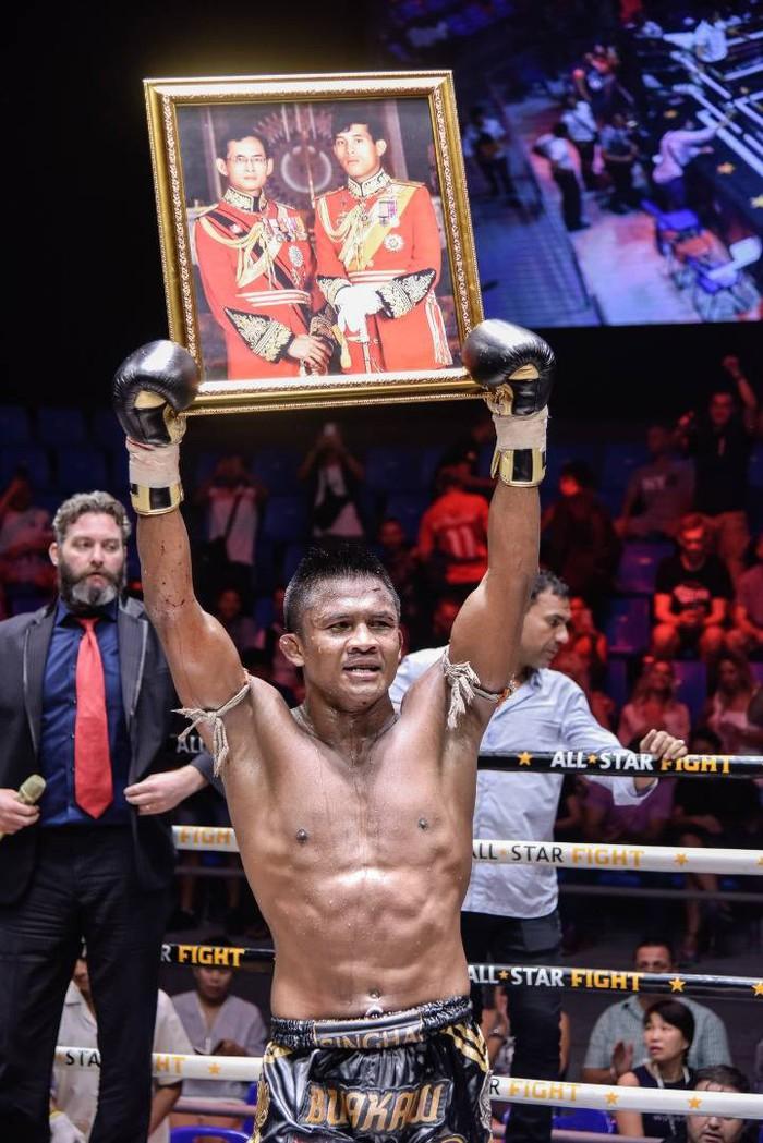 Bất chấp đổ máu, Thánh Muay Buakaw vẫn hạ đẹp nhà vô địch châu Âu - Ảnh 9.