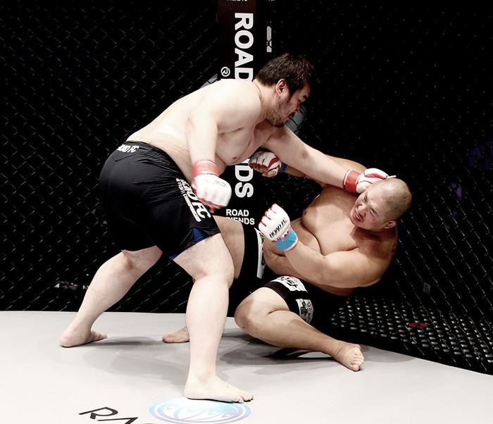 Sau màn cover đầy nội lực, võ sĩ Hàn bị đấm gục sau 23 giây - Ảnh 2.