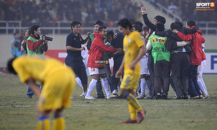 Nhìn lại những khoảnh khắc kỳ diệu trong ngày Việt Nam giành ngôi vương tại AFF Cup 2008 - Ảnh 9.