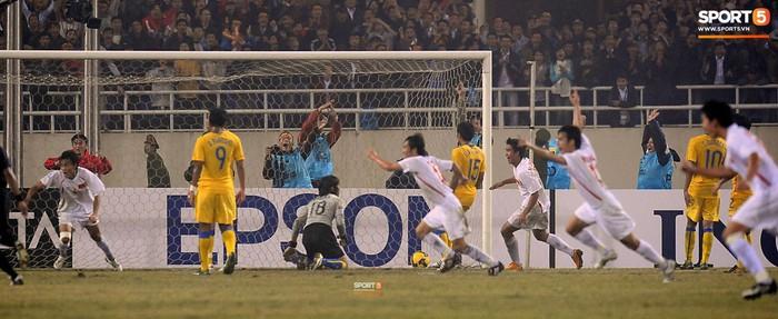 Nhìn lại những khoảnh khắc kỳ diệu trong ngày Việt Nam giành ngôi vương tại AFF Cup 2008 - Ảnh 7.