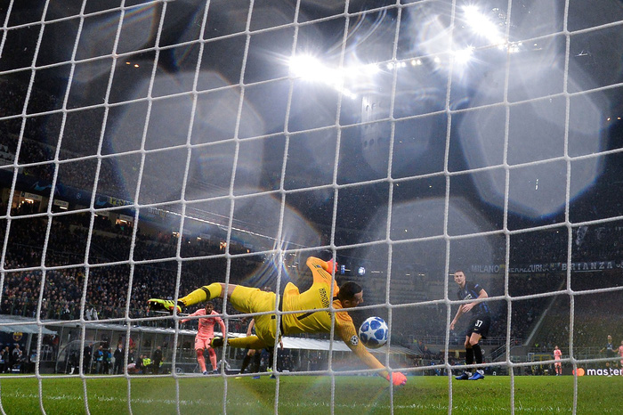Hàng ăn cướp lập công, Barca không Messi vẫn mất điểm trên đất Italy - Ảnh 7.