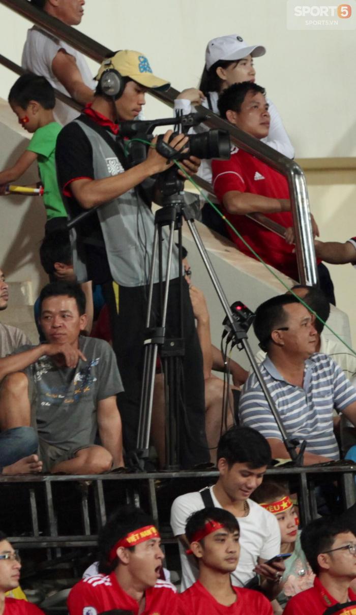 Hình ảnh AFF Cup 2018: Trận đấu của Việt Nam trở nên nhạt nhòa vì… đạo diễn hình  - Ảnh 2.