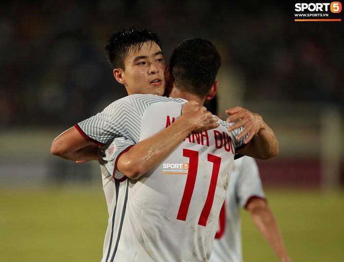 Lào 0-3 Việt Nam: Công Phượng và Quang Hải rực sáng giúp Việt Nam khởi đầu thuận lợi tại AFF Cup 2018 - Ảnh 2.