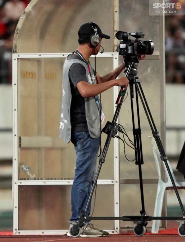 Hình ảnh AFF Cup 2018: Trận đấu của Việt Nam trở nên nhạt nhòa vì… đạo diễn hình  - Ảnh 1.