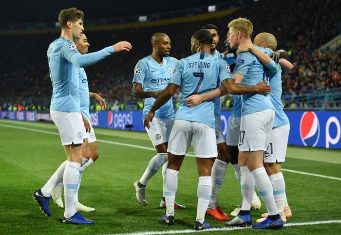 Man City 6-0 Shakhtar Donetsk: Tự vấp cỏ ngã kiếm 11 m, Sterling khiến thầy Guardiola nổi giận - Ảnh 7.