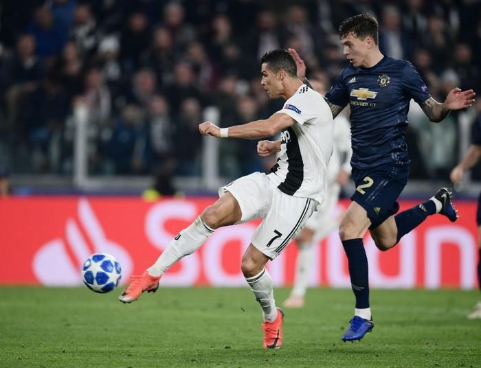 Ghi bàn vào lưới Man United, Ronaldo có pha ăn mừng khiến các chị em phải phát sốt - Ảnh 1.