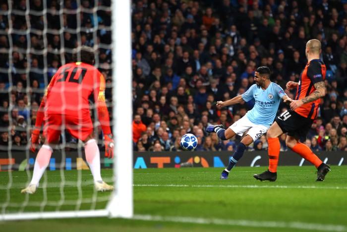 Man City 6-0 Shakhtar Donetsk: Tự vấp cỏ ngã kiếm 11 m, Sterling khiến thầy Guardiola nổi giận - Ảnh 6.
