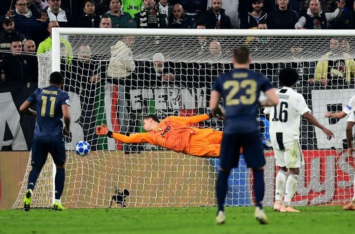 Ghi bàn vào lưới Man United, Ronaldo có pha ăn mừng khiến các chị em phải phát sốt - Ảnh 6.