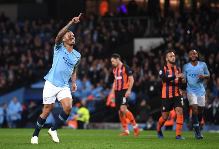 Man City 6-0 Shakhtar Donetsk: Tự vấp cỏ ngã kiếm 11 m, Sterling khiến thầy Guardiola nổi giận - Ảnh 1.